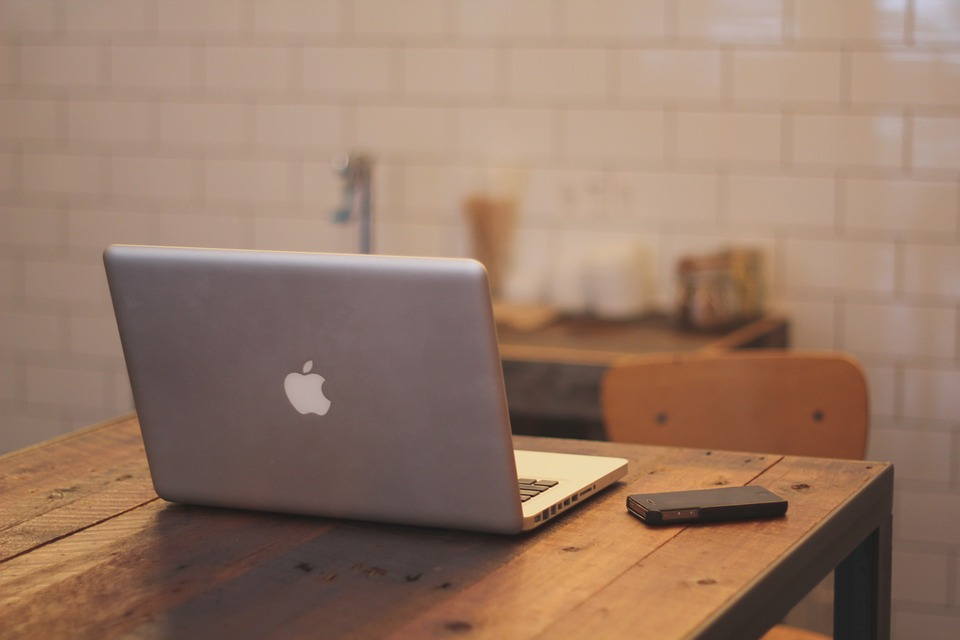 macbook-336692_960_720